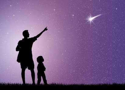 Sternbeobachtung - Vater und Sohn beobachten Sterne
